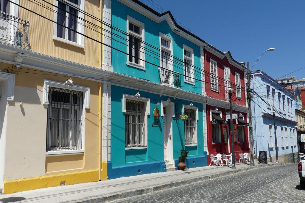 Buntes Stadtbild von Valparaíso
