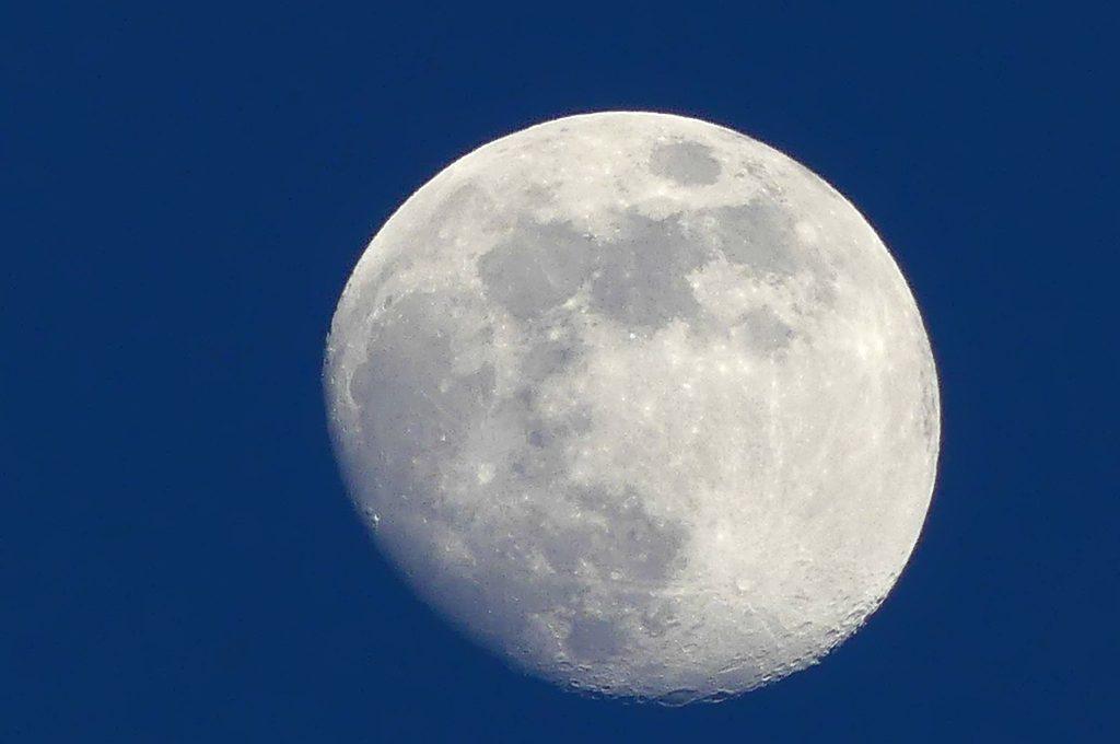 Mondaufnahme