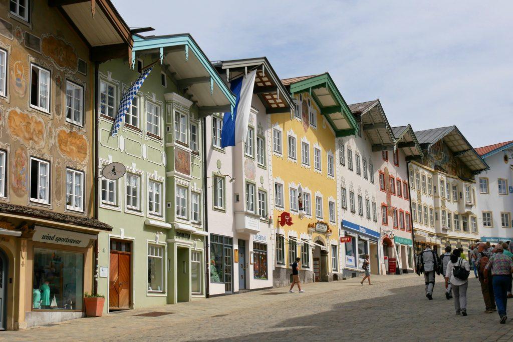 Häuserfassaden an der Marktstraße in Bad Tölz