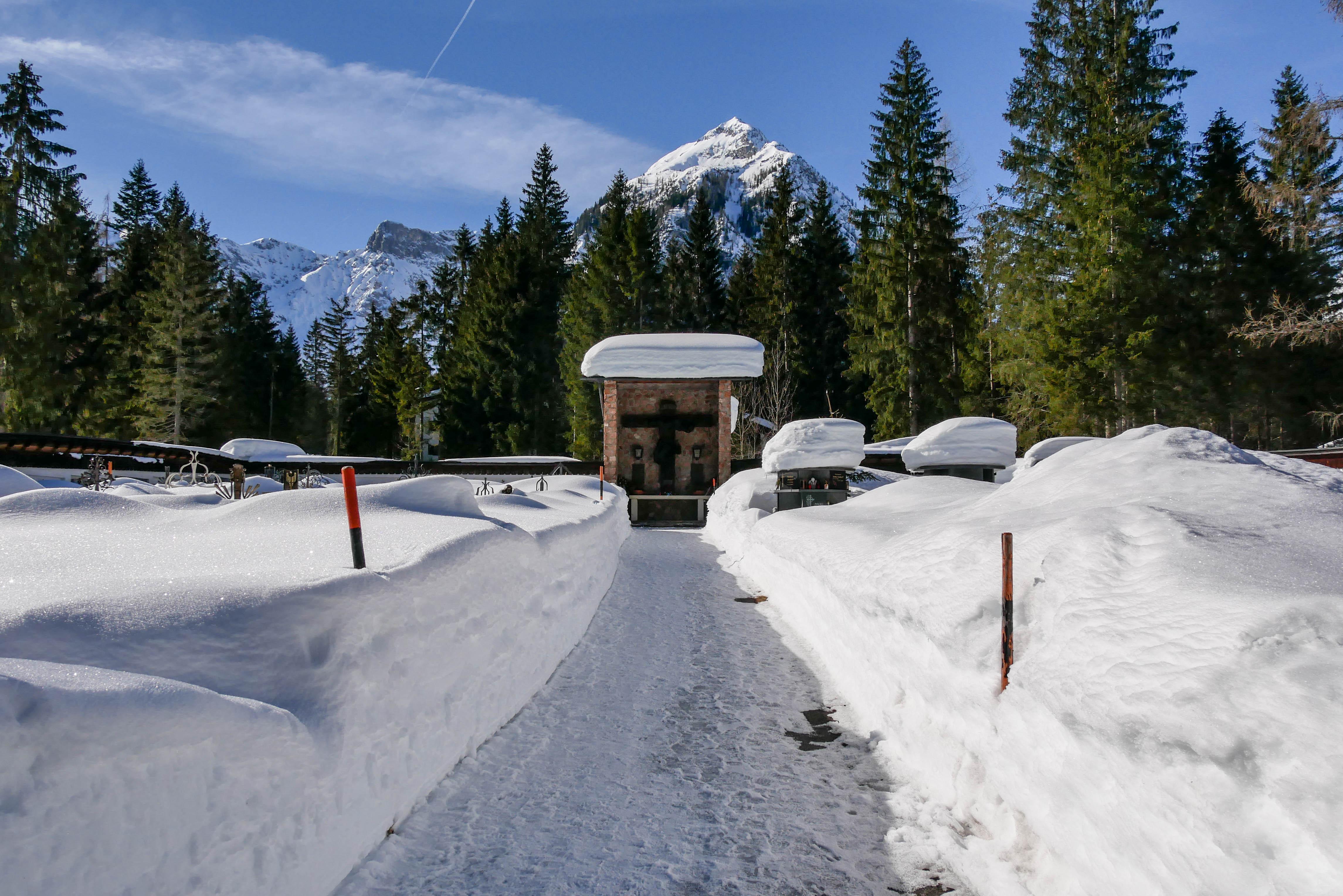 Pertisauer Friedhof im Schnee