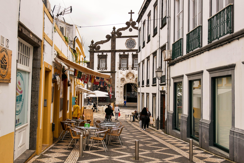 Spaziergang durch die Hauptstadt Ponta Delgada.